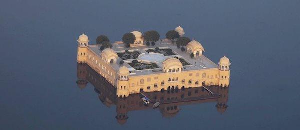 جال محل، قصری روی آب