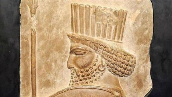 روحانی سردیس سرباز هخامنشی را به ایران آورد