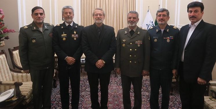 دیدار فرمانده کل ارتش با علی لاریجانی