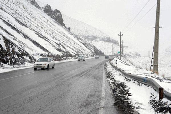 تداوم بارش برف در جاده چالوس