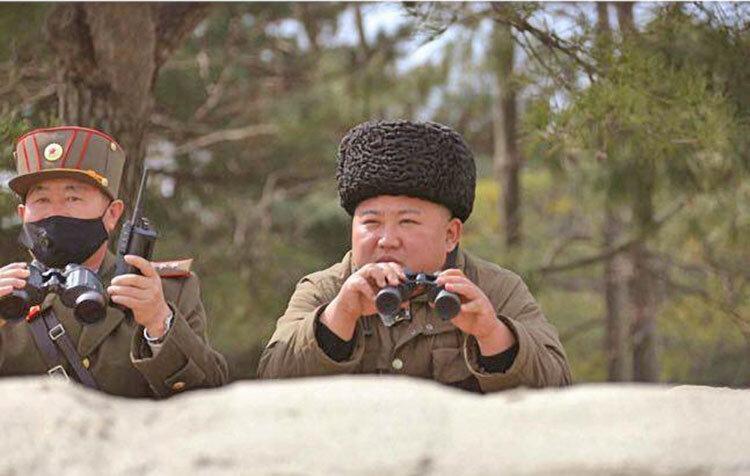عکس ، پرتاب سه موشک در کره شمالی با وحشت از ویروس کرونا