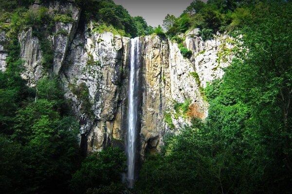 آشنایی با آبشار لاتون - گیلان
