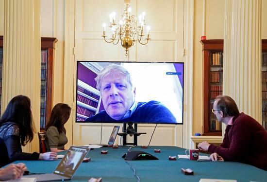 کرونا نخست وزیر بریتانیا را بستری کرد، تب جانسون پایین نمی آید، جلسه بررسی بحران کرونا بدون حضور جانسون