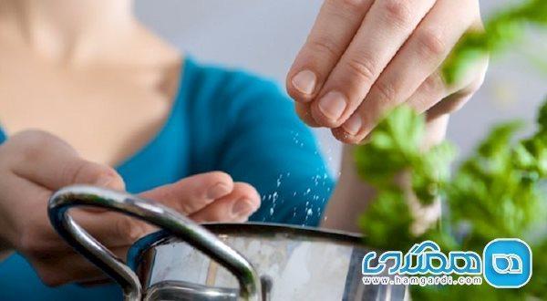 فشارخونی ها چقدر نمک در یک روز می توانند مصرف نمایند؟