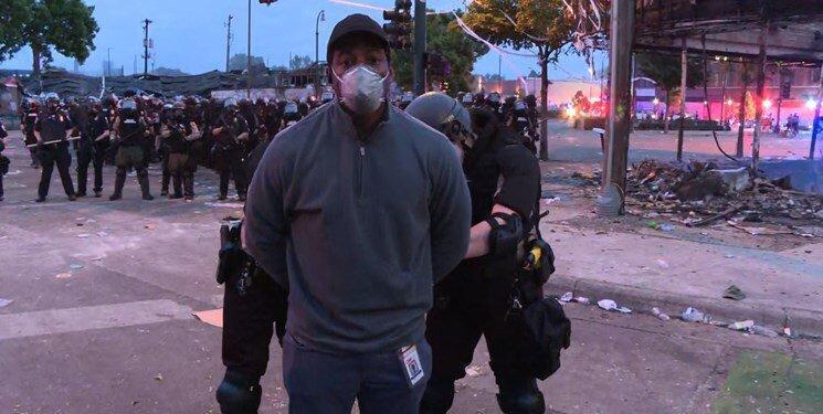 حرکت نژادپرستانه دیگر از سوی آمریکا؛ گزارشگر سی ان ان مقابل دوربین بازداشت شد