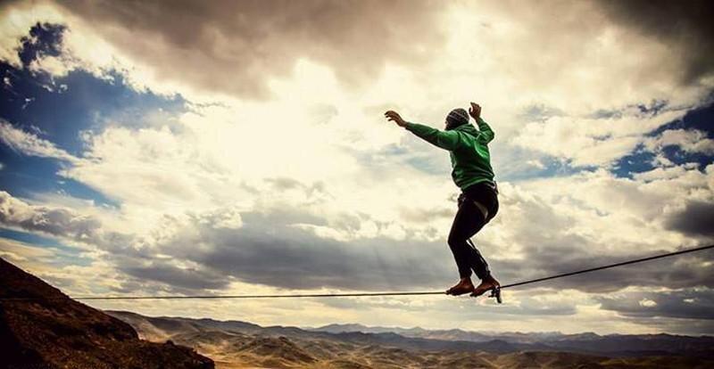 عکس ، بند بازی دختران ایرانی روی آسمان