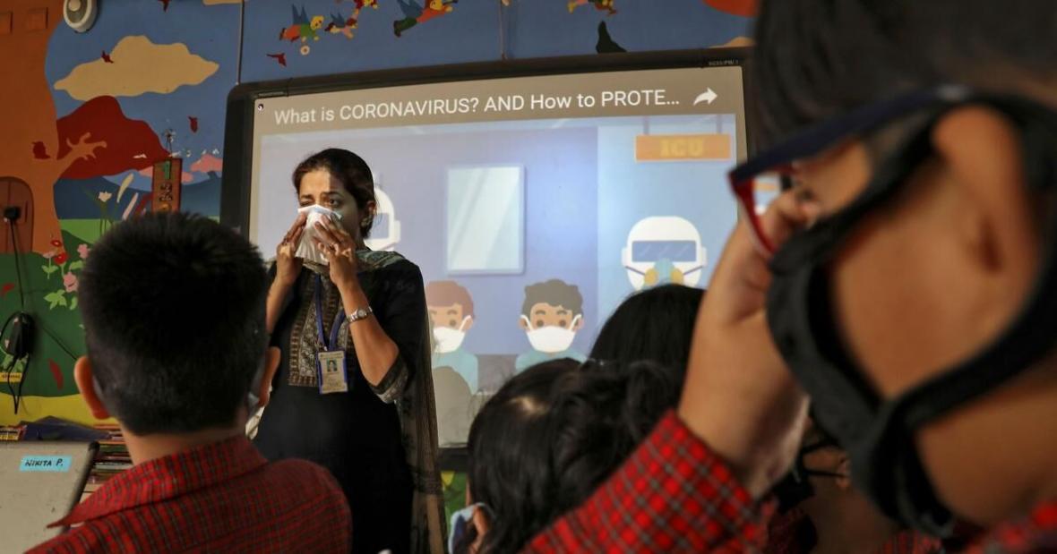 خبرنگاران کرونا و بلاتکلیفی در جنوب آسیا برای بازگشایی مراکز آموزشی