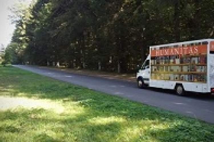 یک کامیون کتابخانه ای متحرک در رومانی