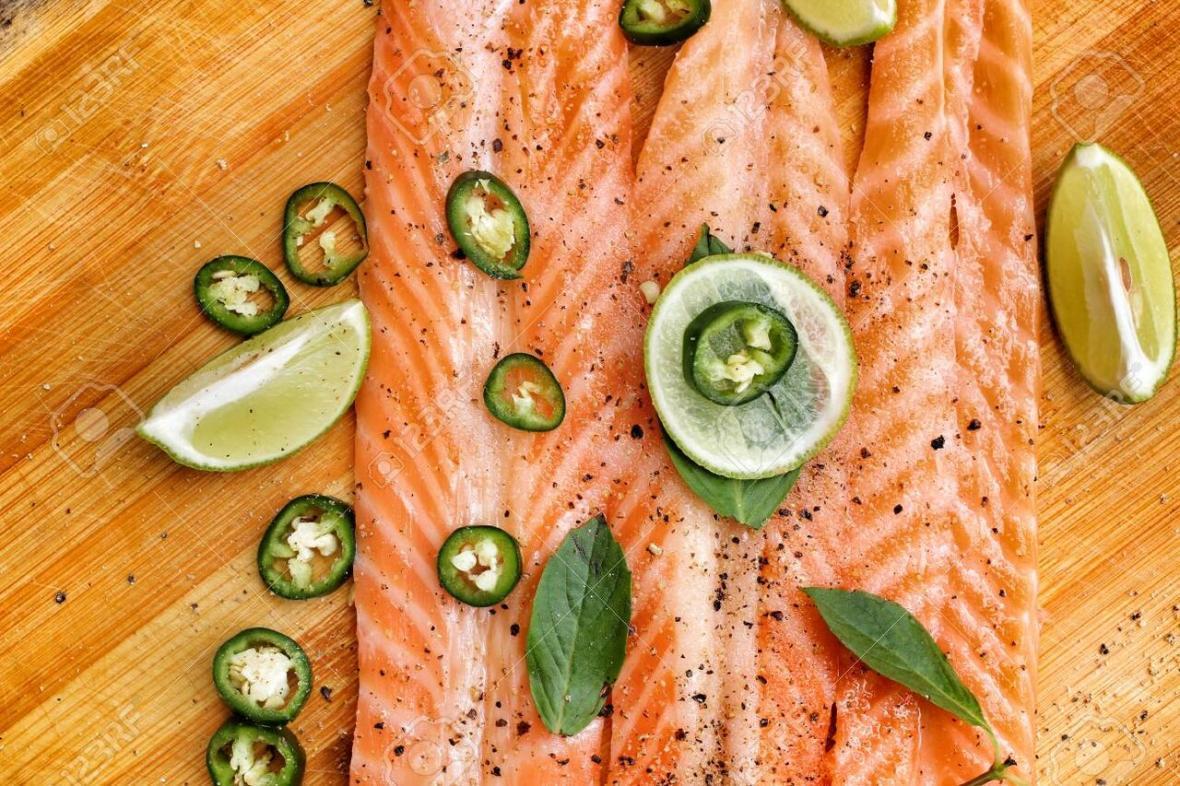 آسیب های پوستی فصل سرد را با این 7 ماده غذایی از بین ببرید