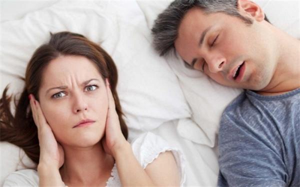 چرا در خواب حرف می زنیم؟