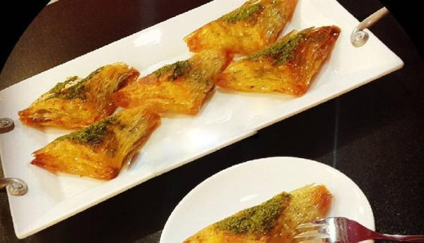 طرز تهیه باقلوا با خمیر یوفکا به صورت رولی و مثلثی